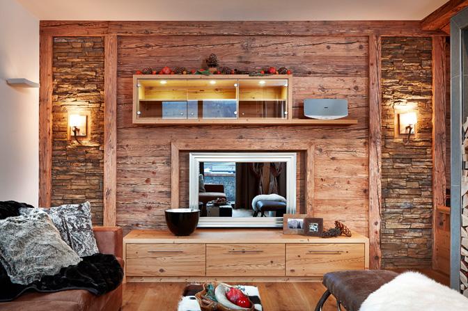 Holzvertäfelung an der Wand
