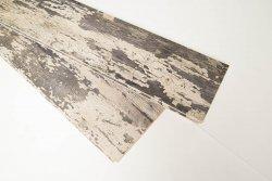 Holzbretter in Altholzoptik für Wand und Decke