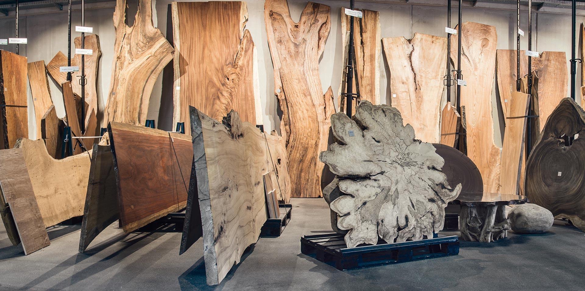 Originalholz in Showroom Lofer