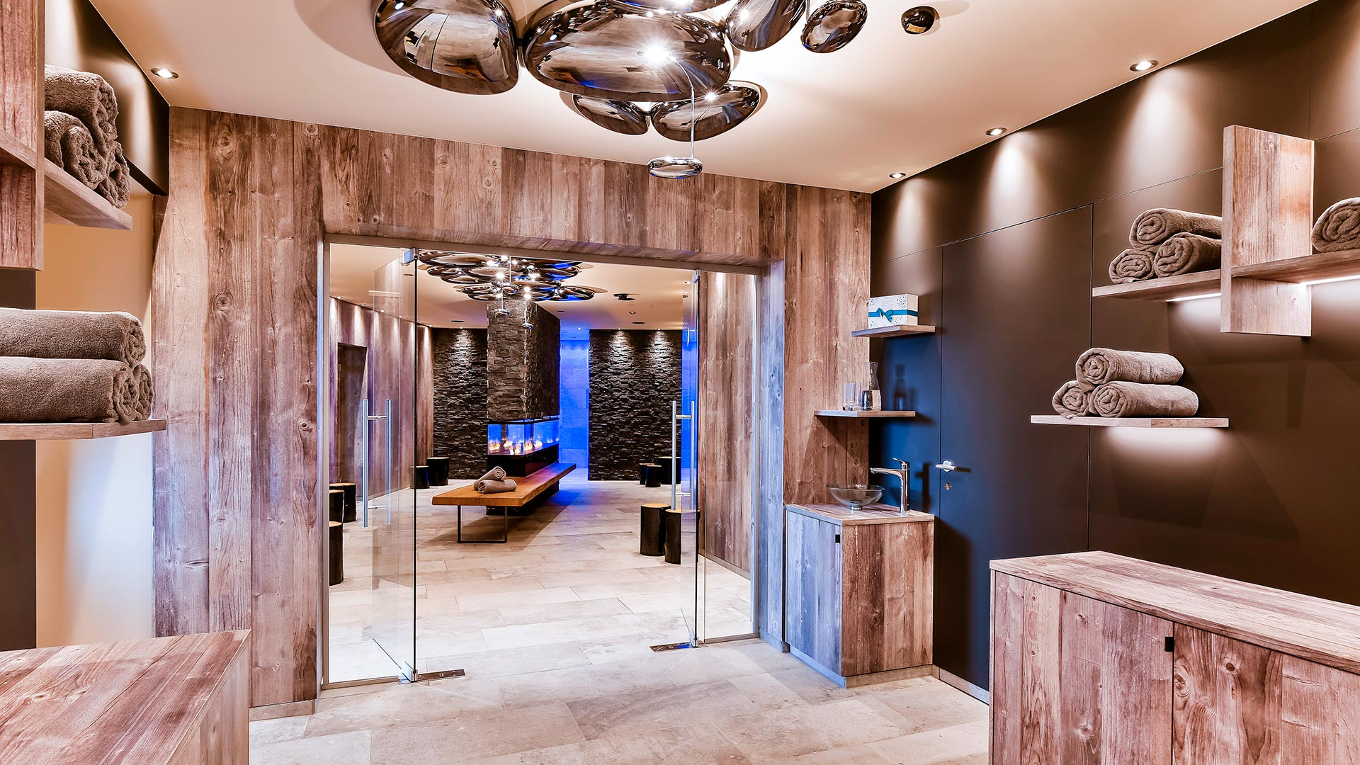 Schweizer Hof Wellnessbereich Im Altholz-Design