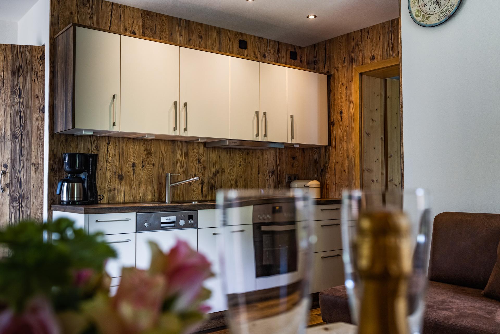 Dreischichtplatten mit Möbelschutzlack als Küchenrückwand