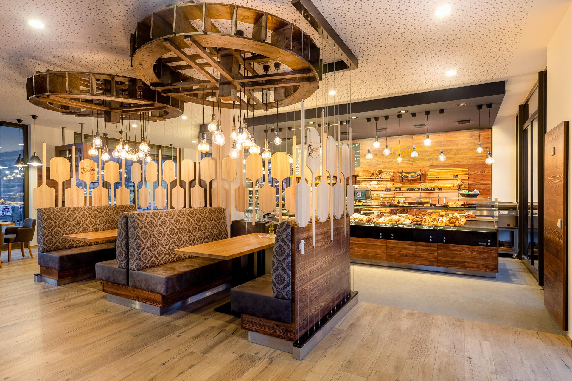 Cafe und Bäckerei Ausstattung mit Altholz